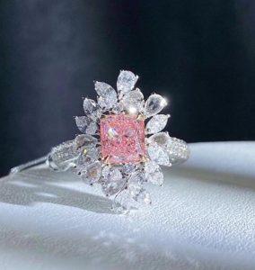 Rosa Diamant im Brillantring